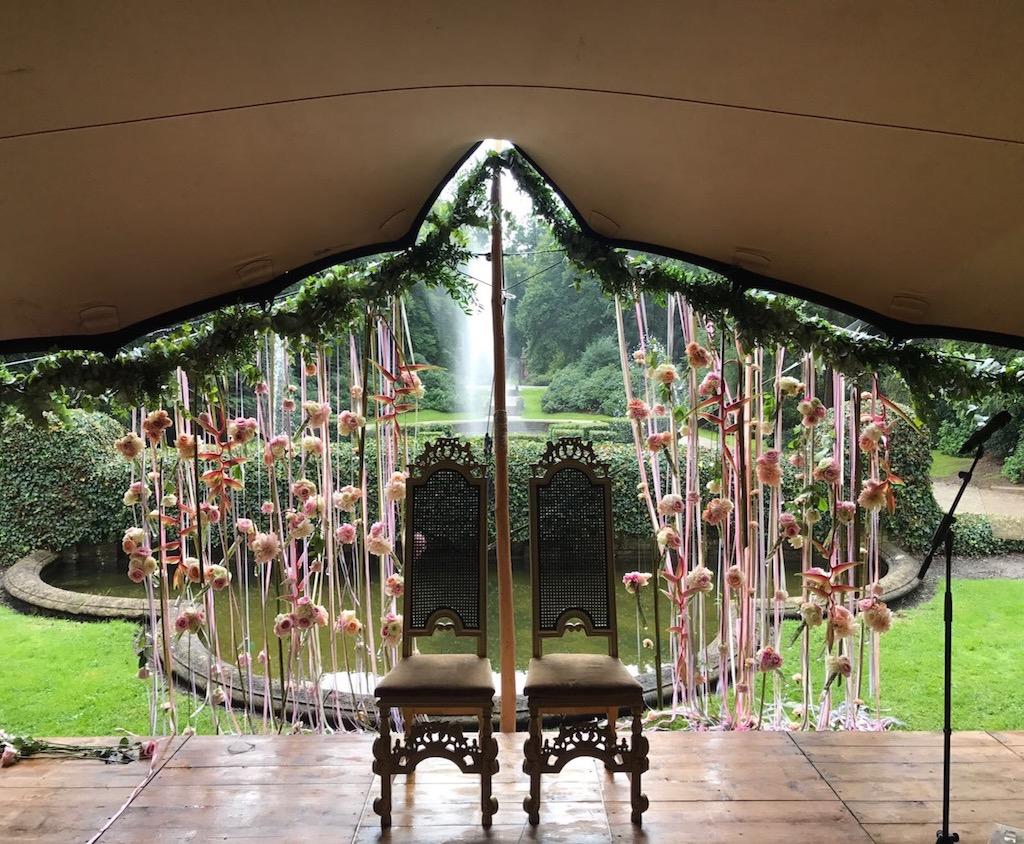 Bruiloft tent in tuin